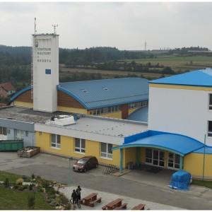 Hlavní vchod do školní budovy