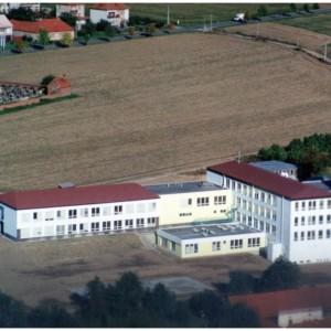 Přístavba nové školy od roku 1996