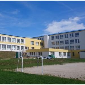 Hřiště za školní budovou