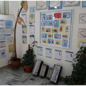 Schodiště vyzdobené diplomy našich žáků