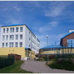 Školní budova a tělocvična