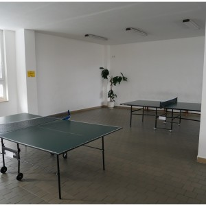 Stoly na stolní tenis pro využití volného času o přestávkách