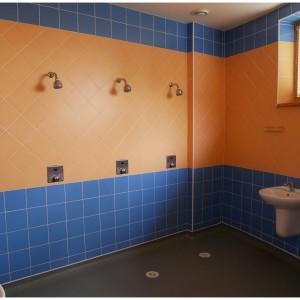 Sprchy v tělocvičně